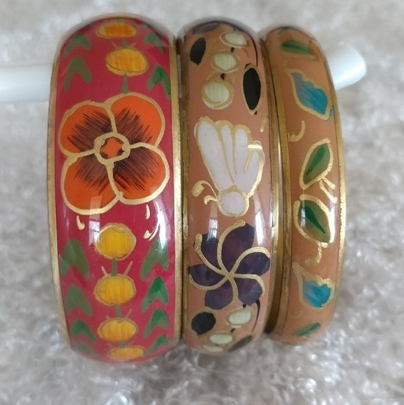 Jewelry - Floral Bangle Set